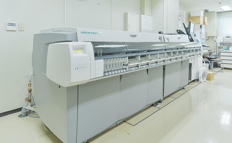 生化学・免疫学連結自動分析装置(1200検査/時)